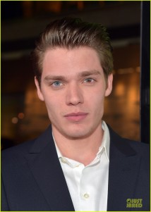 dominic-sherwood-cameron-monaghan-vampire-academy-premiere-10