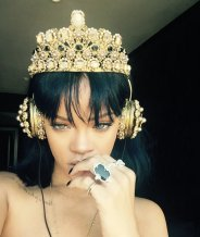 Rihanna-ANTI-headphone
